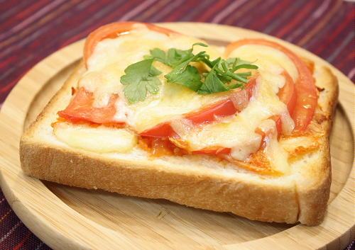 トマトキムチピザトースト