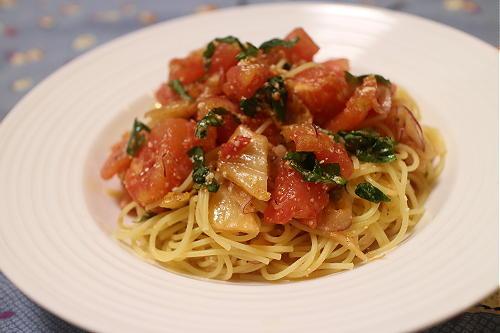 今日のキムチ料理レシピ:トマトとキムチの冷製パスタ