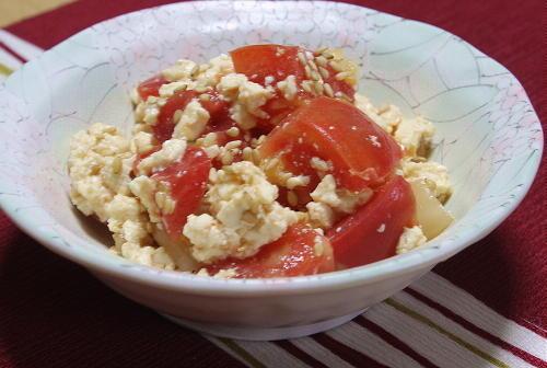 今日のキムチ料理レシピ:トマトのキムチ白和え
