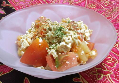今日のキムチ料理レシピ:トマトとキムチの白和え