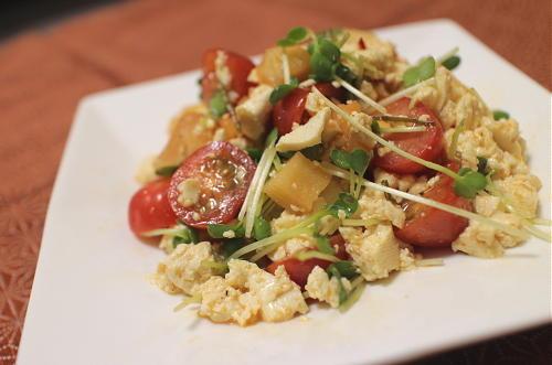 今日のキムチ料理レシピ:トマトと大根キムチの白和えサラダ