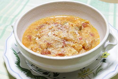 今日のキムチ料理レシピ:トマトとキムチの卵スープ