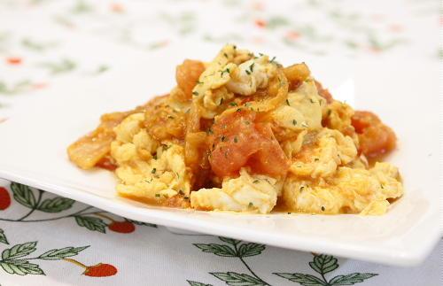 今日のキムチ料理レシピ: トマトとキムチの卵焼き