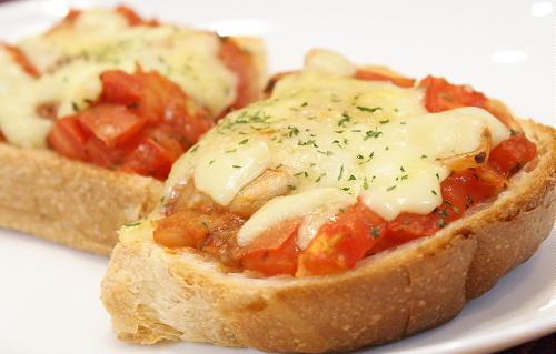 今日のキムチ料理レシピ:トマトキムチトースト