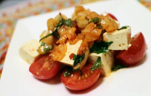 今日のキムチレシピ:トマトと豆腐のキムチドレッシングサラダ