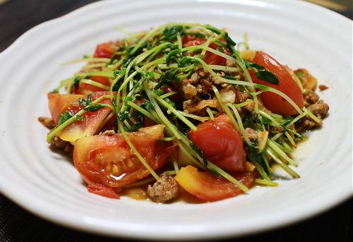今日のキムチ料理レシピ:豆苗とトマトのキムチ炒め