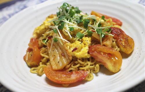 今日のキムチレシピ:トマトと卵のキムチ焼きそば