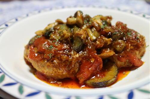 今日のキムチ料理レシピ:トマト煮込みキムチハンバーグ
