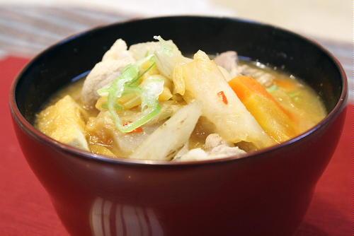 今日のキムチ料理レシピ:キムチトン汁