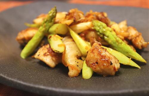 今日のキムチ料理レシピ:鶏肉とアスパラのキムチ塩炒め