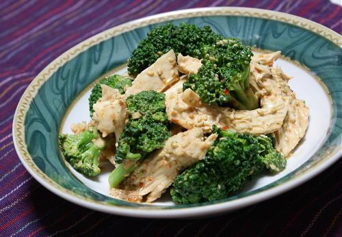 今日のキムチレシピ:鶏肉とブロッコリーのピリ辛ごま酢サラダ