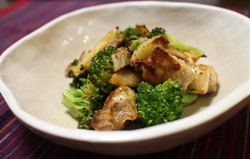 今日のキムチ料理レシピ:鶏肉とブロッコリーのキムチ炒め