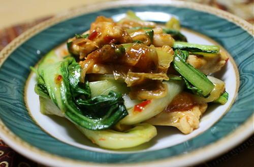 今日のキムチ料理レシピ:鶏肉とチンゲン菜のキムチ炒め