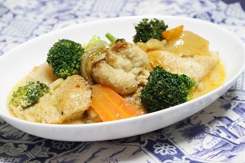今日のキムチ料理レシピ:鶏肉とキムチのクリーム煮