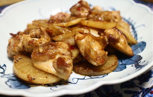 今日のキムチレシピ:鶏肉と大根のキムチバター炒め
