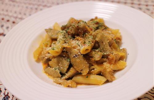 今日のキムチ料理レシピ:鶏とゴボウのピリ辛ペンネ
