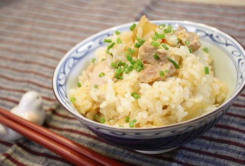 今日のキムチ料理レシピ:鶏肉とキムチの炊き込みご飯