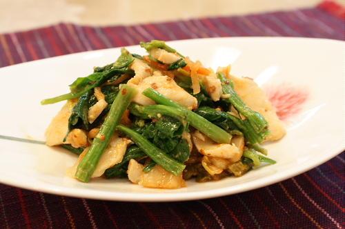 今日のキムチ料理レシピ:ほうれん草とキムチのごまマスタード和え