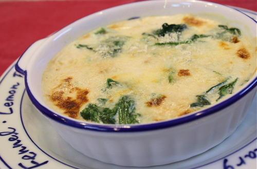 今日のキムチ料理レシピ:鶏肉とほうれん草のキムチグラタン
