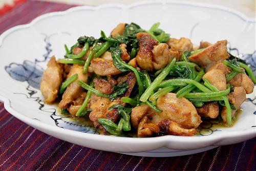 今日のキムチ料理レシピ:鶏肉とほうれん草の炒め物