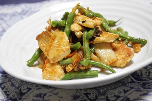 今日のキムチ料理レシピ:鶏肉といんげんのキムチ炒め