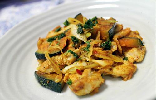 今日のキムチ料理レシピ:鶏肉とかぼちゃのキムチカレー醤油炒め