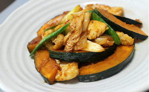 今日のキムチ料理レシピ:かぼちゃと鶏肉のキムチ炒め