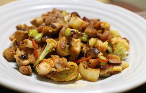 今日のキムチ料理レシピ:鶏肉とカリフラワーのピリ辛炒め
