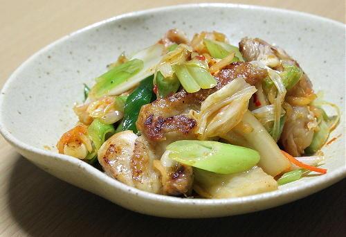 今日のキムチ料理レシピ:鶏肉のキムチ炒め