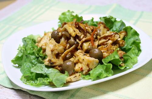 今日のキムチ料理レシピ:鶏肉とキムチのバジル炒め