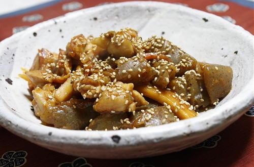 今日のキムチ料理レシピ:鶏こんにゃくとキムチの味噌煮込み