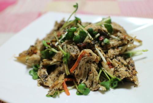 今日のキムチ料理レシピ:鶏のささみのキムチごま味噌和え