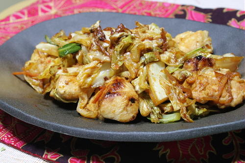 今日のキムチ料理レシピ: 鶏肉とキャベツのキムチ生姜焼き