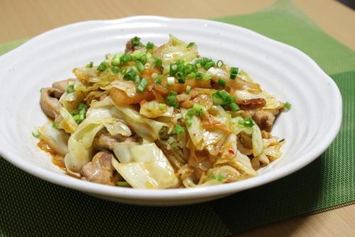 今日のキムチ料理レシピ:鶏肉とキャベツのキムチ炒め