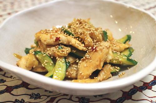 今日のキムチ料理レシピ:きゅうりと鶏肉とキムチの炒め物