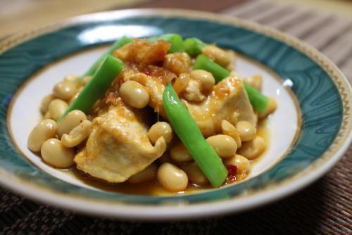 鶏肉と豆のピリ辛煮レシピ