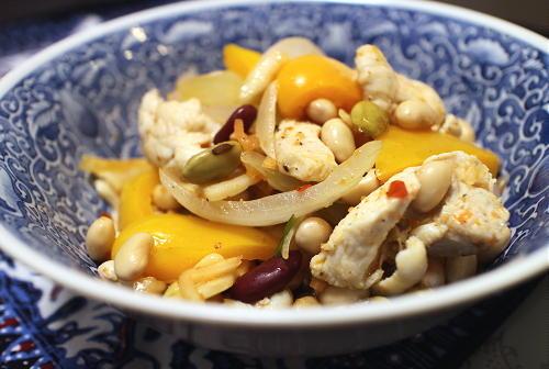 今日のキムチレシピ:鶏肉とミックスビーンズのキムチマリネ