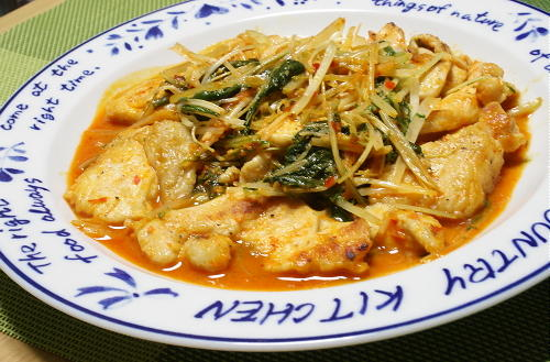 今日のキムチ料理レシピ:鶏肉と水菜のピリ辛マヨ炒め