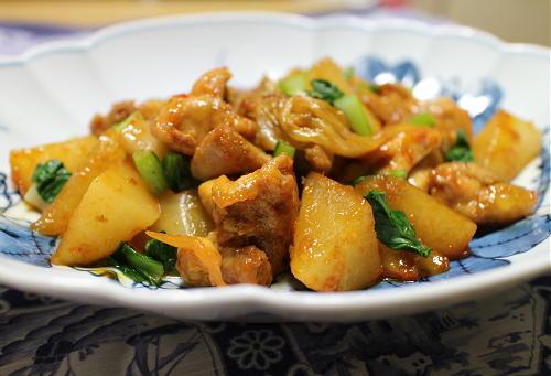 今日のキムチ料理レシピ: 鶏もも肉と大根とキムチのバター醤油煮