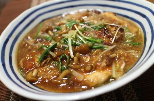 今日のキムチ料理レシピ:鶏肉のピリ辛なめこおろし煮