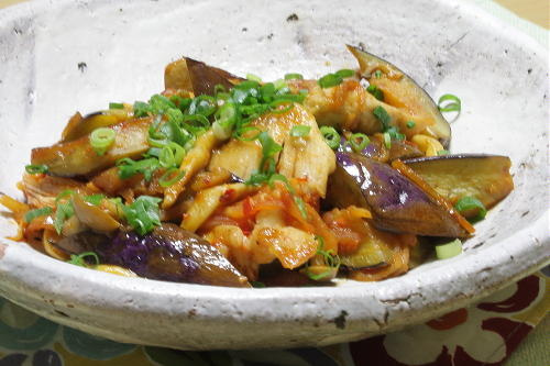 今日のキムチ料理レシピ:鶏肉と茄子のキムチ甘酢煮
