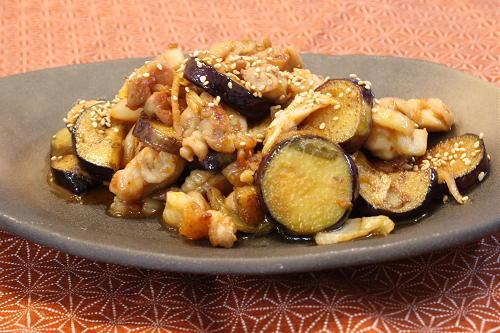 今日のキムチ料理レシピ:鶏肉となすとキムチのにんにく炒め