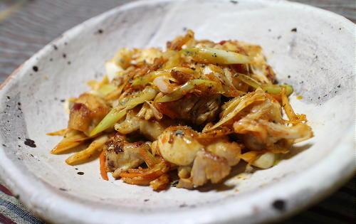 今日のキムチ料理レシピ:鶏肉とキムチのハーブソフト炒め