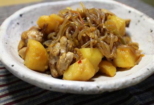 今日のキムチ料理レシピ:鶏肉のピリ辛肉じゃが