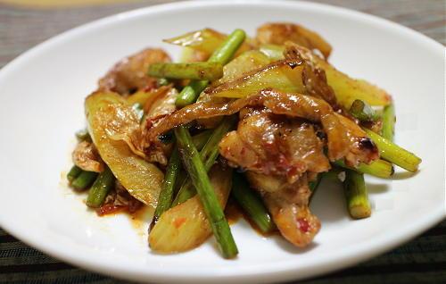 今日のキムチ料理レシピ:鶏肉とにんにくの芽のキムチ炒め