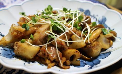 今日のキムチ料理レシピ:鶏肉とレンコンの甘辛キムチ炒め