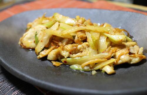 今日のキムチ料理レシピ:鶏肉とセロリのキムチ炒め