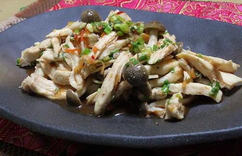 今日のキムチ料理レシピ:鶏肉とシメジのピリ辛和え