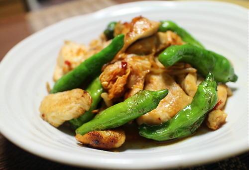 今日のキムチ料理レシピ:鶏肉とシシトウのキムチ炒め
