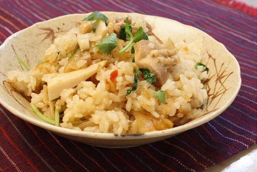 今日のキムチ料理レシピ:鶏と筍とキムチの炊き込みご飯